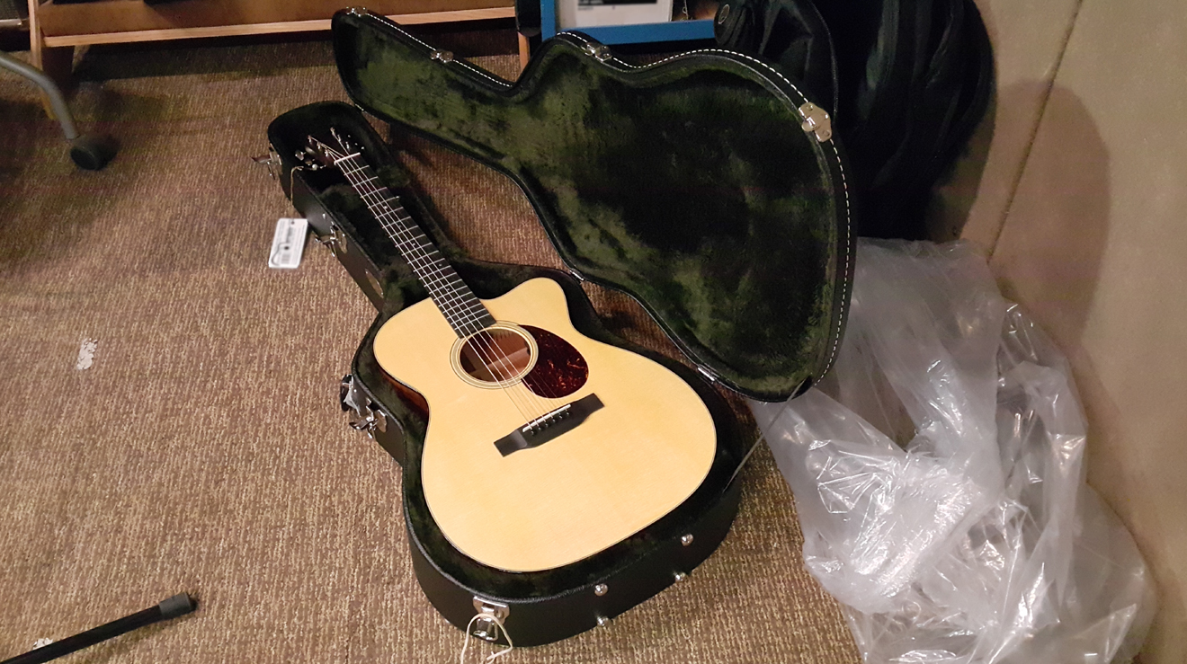 New Martin Guitars OMC-18E open