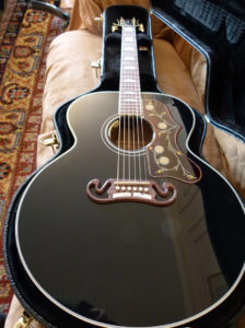 Gibson SJ-200 Ebony Limited in case