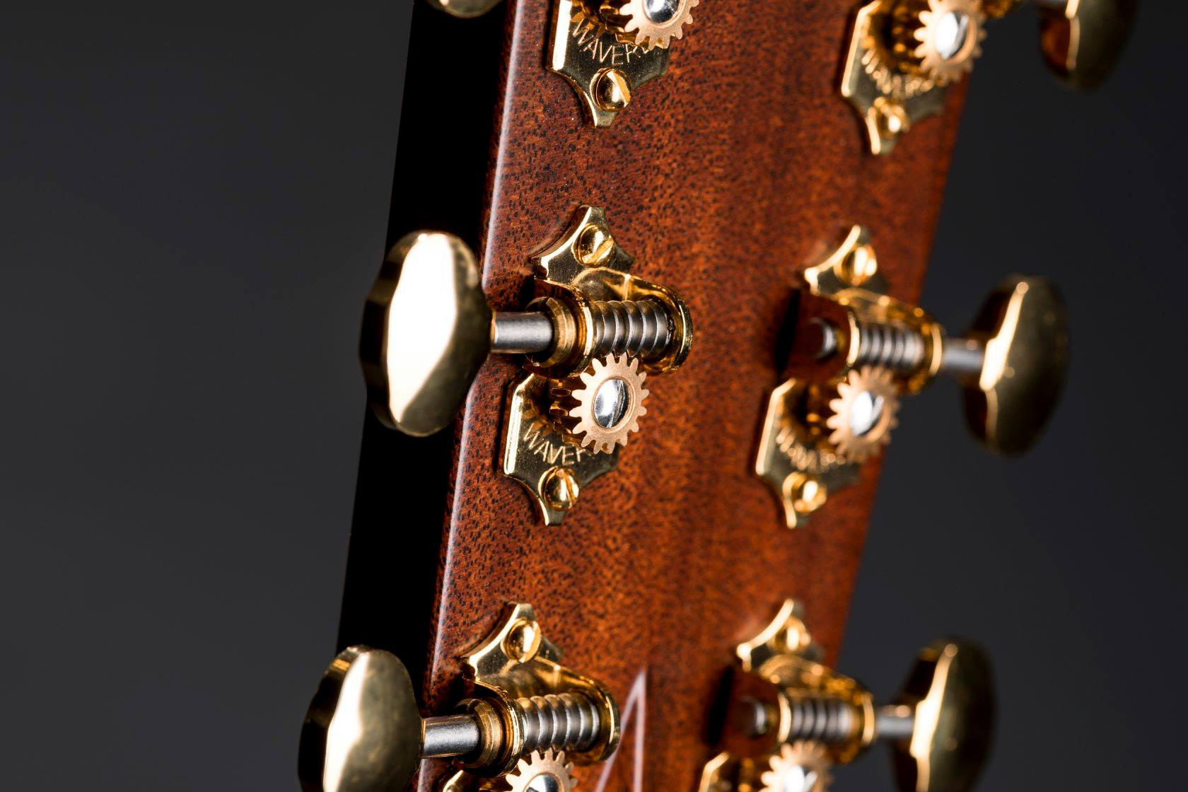 Martin 000-28 Modern Deluxe glam tuners