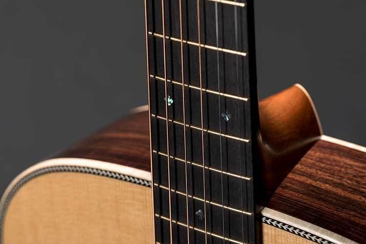 OM-28-Modern-Deluxe_GLAM-Details_ joint